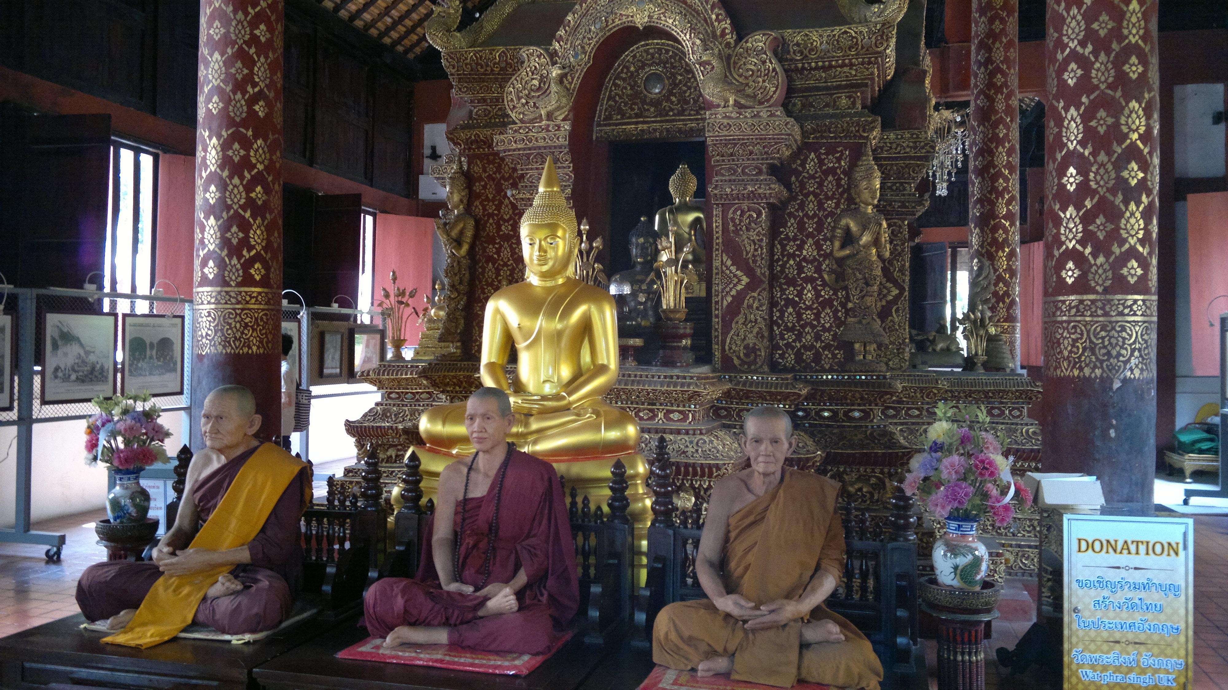 Wachsfiguren im Tempel