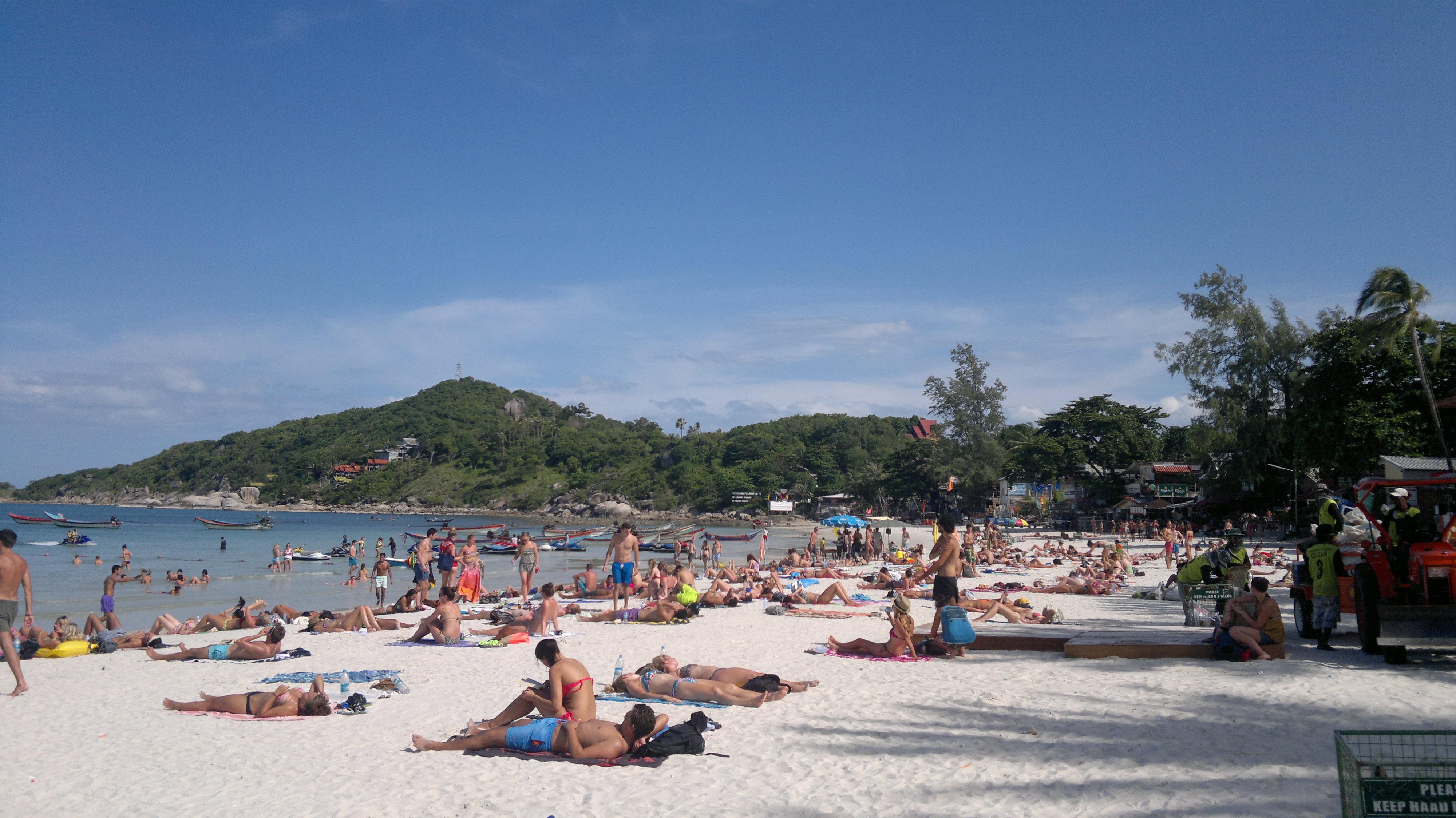Belebter Strand